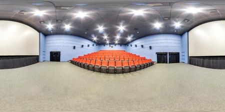 3D bolvormig panorama met 360 kijkhoek. Klaar voor virtual reality of VR. Volledige equirectangular projectie. Interieur van de bioscoopzaal. Stockfoto