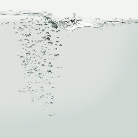 気泡と水の波