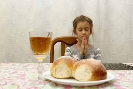 The girl prays on the Sabbath