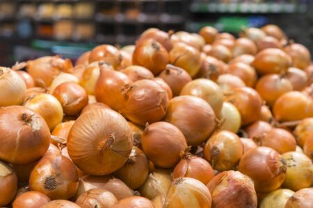 Fresh yellow onions as a background. Vegetable store. Yellow onion lies in a box in a store for sale. Stock fotó - 137476750