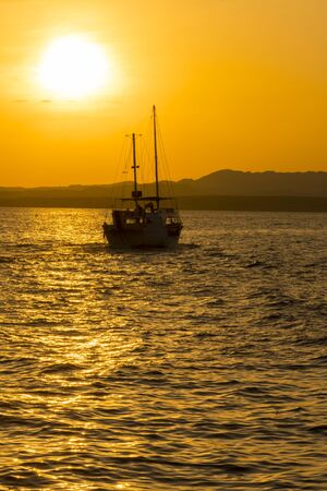 Sunset at sea. toned. Yacht in the sunset. copy space. vertical pgoto. Stock fotó - 138062528