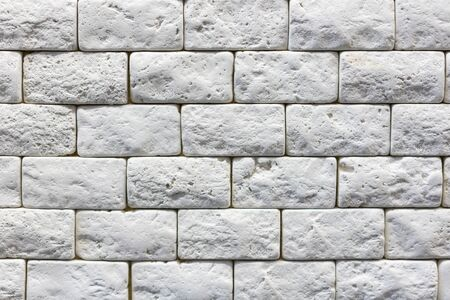 Seamless texture of white decorative stacked stone, natural stone cladding. brick background. close up. Background. 免版税图像