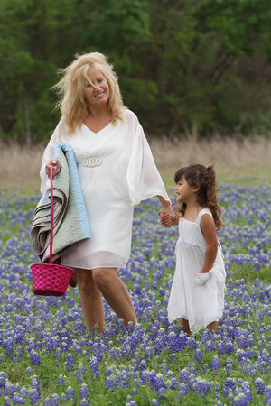 Kathy and Alyssa in bluebonnets