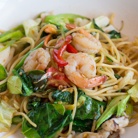 Spaghetti with spicy prawn photo