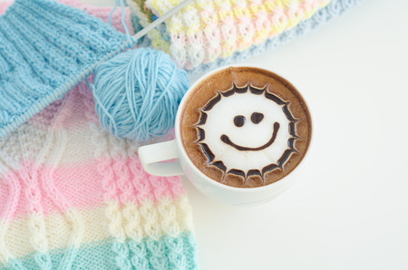 A cup of latte art and knitted vest 版權商用圖片