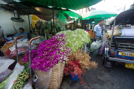 klong: BANGKOK - April 04 : Flower market name Pak Klong Talad April 04, 2015 in Bangkok. There are many beautiful and cheap flowers at this market not far from Chao Phraya River in Bangkok.