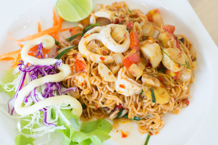 mama: Fried Thai Mama Instant Noodles (Fried Thai Mama Tom yum)