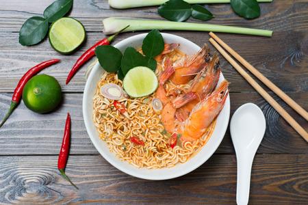 Thai-Stil Nudeln, Tom Yum Kung- Standard-Bild - 50382563