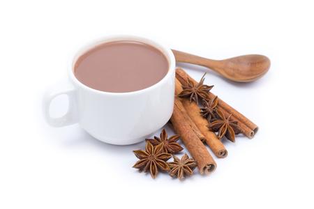 Tasse heißen Kakao isoliert auf weißem Hintergrund