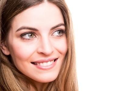 blonde yeux bleus: Portrait d'une jeune femme souriante Banque d'images