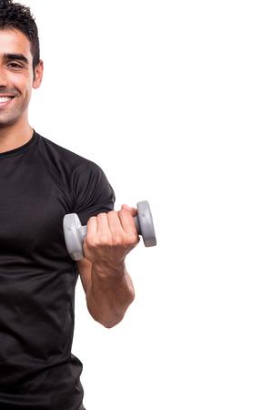 lifting weights: Hombre sonriente levantando pesas sobre fondo blanco