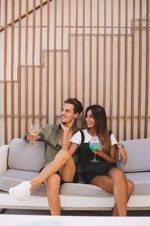 Couple enjoying vacation and drinking cocktails - Spring and Summer Banco de Imagens