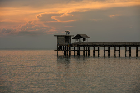 yellow sky above a pier Imagens