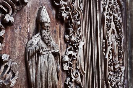 san agustin: puertas talladas cubo detalle de la iglesia de San Agust�n, Intramuros, Manila, Filipinas. hito hist�rico nacional.