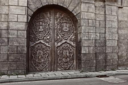 san agustin: puertas talladas de san agustin Iglesia, Intramuros, Manila, Filipinas. hito hist�rico nacional. Foto de archivo