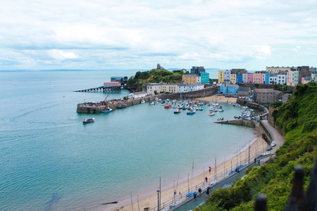 tenby wales: Painted houses by the sea