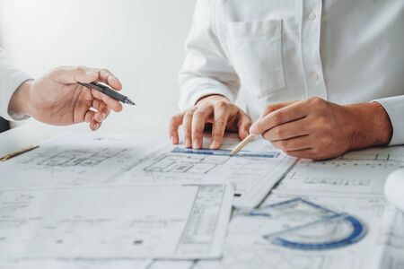 Team Engineer drawing graphic planning and meeting for architectural project on workplace 免版税图像