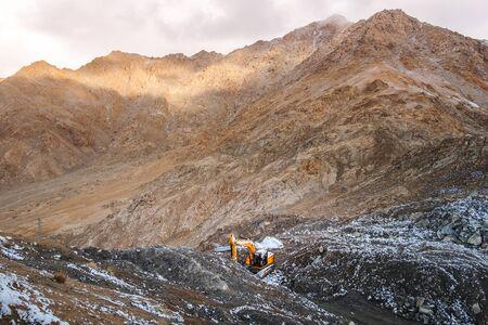 Snow Mountain View of Leh Ladakh District, Northern part of India Banco de Imagens - 130738016
