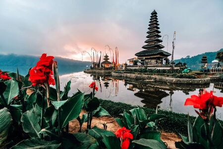 Landscape view of Pura Ulun Danu Beratan the Floating Temple in Bali, Indonesia in morning. Banco de Imagens - 130736783