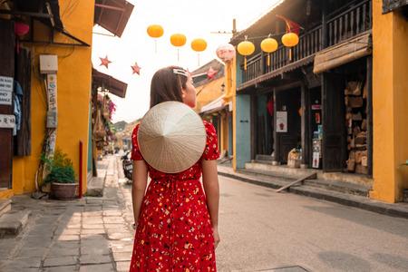 Travel woman at Streets of Hoi An, Vietnam Banco de Imagens - 130701829