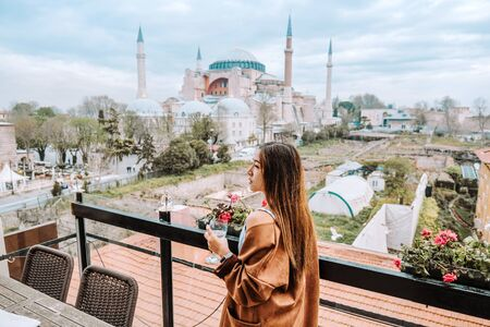 Travel woman with Turkish Tea Looking View of Hagia Sophia in Istanbul, Turkey Banco de Imagens - 137046850