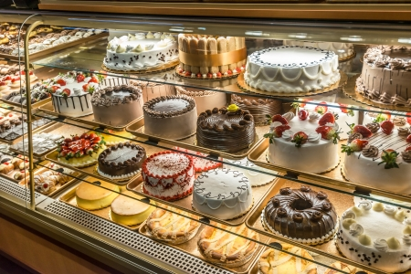 bakery store: Cakes on display in an Italian Bakery in Little Italy, Bronx, New York