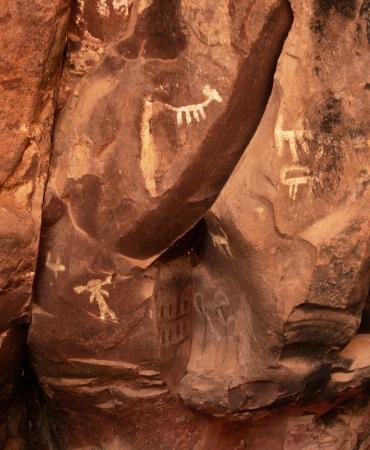 팔라티 유적, 애리조나 세도나에서 암각화. 암각화는 6000 년 전으로 거슬러 올라갑니다. 2013 년 4 월 2 일에 찍은 이미지 스톡 콘텐츠