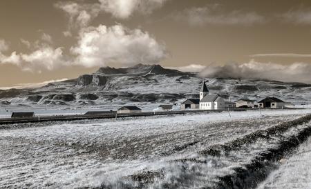 西側に位置する小さなアイスランドの農場。