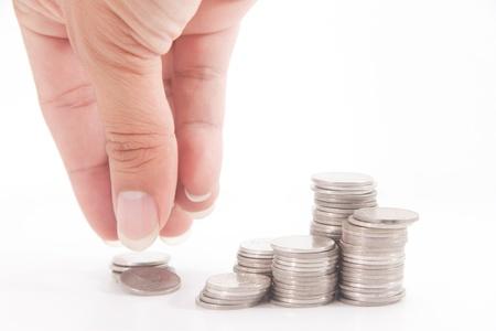 Pile d'argent et une main dans l'action sur le blanc isoler Banque d'images