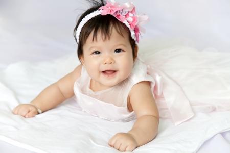 아기는 미소와 행복입니다