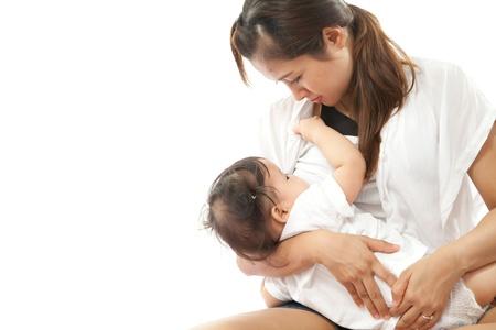 seni: La madre � l'allattamento al seno per il suo bambino