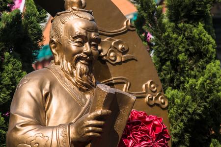 HONG KONG, CHINA - December 11 th 2016 : God of marriage on December 11 th 2016 in Hong Kong. God of marriage in Wong Tai Sin Temple. 版權商用圖片