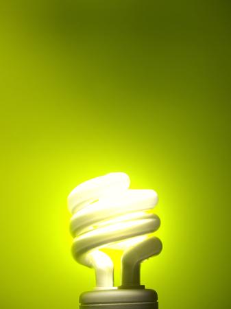 Grüne Glühbirne Standard-Bild - 93683527