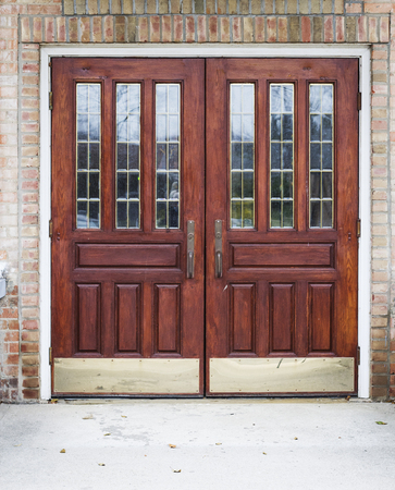 Wooden Door Entrance Фото со стока