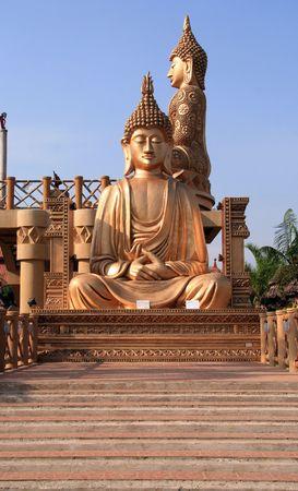 statue of a golden buddha