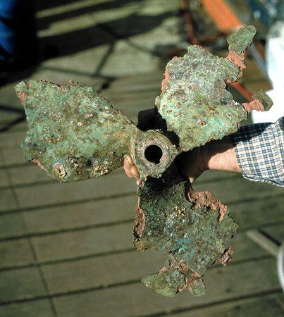 electrolytic: Un mal de corrosi�n y da�os de bronce propellor barco. Foto de archivo