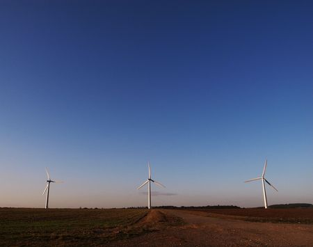 prevailing: Three wind turbines in the Oxford countryside against a blue sky. Stock Photo
