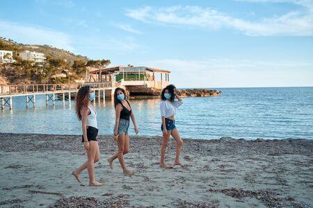Covid Friends in the beach