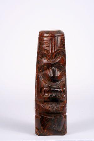 hand gesneden houten tiki idool uit Hawaii