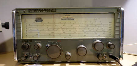 A old radio now no longer used 版權商用圖片