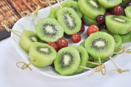 plato del buen comer: Fresh green sliced kiwi fruit Sticks for a healthy diet, selective focus