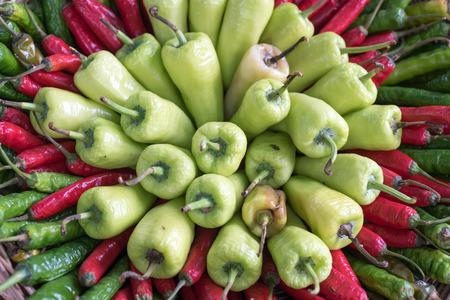 붉은 색과 녹색 후추