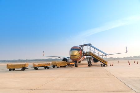 핏 사 눌 록, 태국 -2 월 9 일 : 2 월에 피 챠 누 록 공항에서 Nok 항공 비행 9,2016. Nokair 태국에서 주요 국내 저가 항공사입니다.