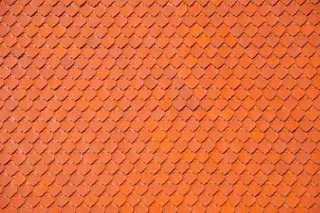 방콕, 태국에서 불교 사원의 빨간 지붕 타일 패턴을 닫습니다