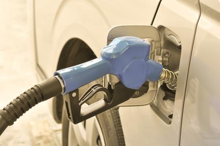 주유소에서 가스 펌프 노즐, 선택적 포커스 스톡 콘텐츠