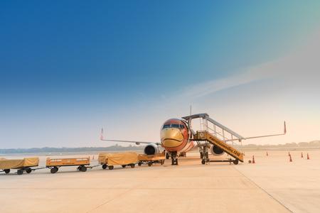 핏 사 눌 록, 태국 -2 월 9 일 : Nok 항공 비행 Phitsanulok 공항에서 2 월에 9,2016. Nokair는 저렴한 예산 항공사입니다 .Nokair는 태국 내 주요 저가 항공사입니다. 에디토리얼