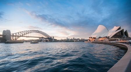 ports: L'Harbour Bridge � pi� ampia ponte lungo arco del mondo.