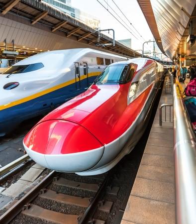 TOKYO, JAPAN - 10 januari: Shinkansen in Tokio, Japan op 10 jan, 2014 belangrijkste eilanden van Japan, worden bediend door een netwerk van hogesnelheidstreinen lijnen die Tokio verbinden met de meeste van de grote steden.