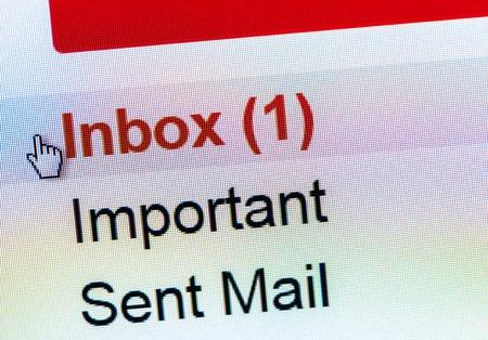 Beeldscherm weergegeven e-mail in de inbox Stockfoto