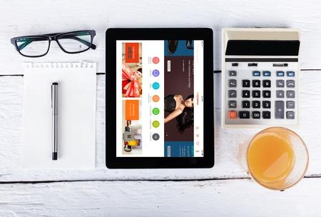 Chiang Mai, Thailand Fab 25, 2015: AliExpress website close-up op laptop scherm. Alibaba is een Chinese e-commerce bedrijf.